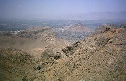 Overalt i Iran, selv langt fra de egentlige bjergkæder, finder man bjerge af varierende størrelse