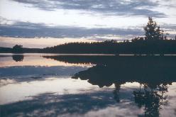 Lyse sommernætter ved bredden af  Stora Le