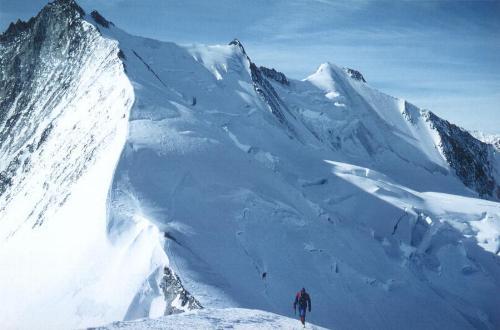 Mod toppen af Ulrichshorn; i baggrunden Nadelhorn