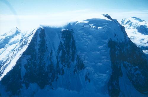Alphubel N-grat og NW-væg set fra Täschhorn SE-grat (c.4000m) den 10.09.90