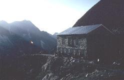 Cabane du Mountet ved solnedgangstide.