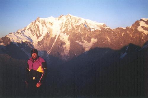 Jan Elleby på toppen af Joderhorn med Monte Rosas østvæg i baggrunden.