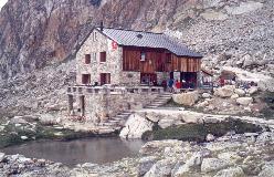 Almagellerhütte er en af de få bjerghytter med pool