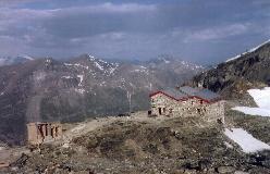 Cabane de Tracuit med Garde de Bordon og Becs de Bosson i baggrunden