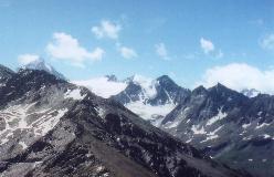 Med sin markante hængegletscher er Pointes de Mourti et af de mest markante bjerge i Val de Moiry, her set fra Corne de Sorebois