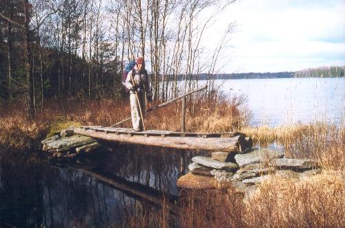 Broen mellem Lillesjön og Jällunden er essentiel for at kunne vandre øst om Jällunden.