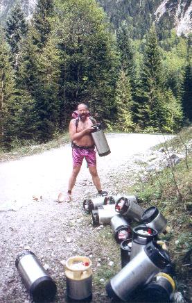 En enkelt fustage er vel ikke for meget når man skal til party på en bjerghytte