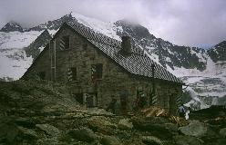 Cabane de Moiry med Dent des Rosses og Pointes de Mourti i baggrunden