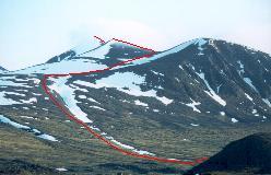 Ruten til toppen af Kåtotjåkka set fra lejrpladsen ved Alesätno nedre vad