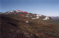 Ruten til toppen af Kieron set fra lejrpladsen i Pallenvagge