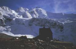 Cabane d'Ar Pitetta med Pointes de Moming og Zinalrothorn i baggrunden