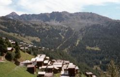 Chandolin, i baggrunden Rothorn og Arête des Ombrintses