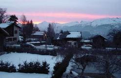 Vercorin ligger på en bred terrasse, med vid udsigt ud over Rhônedalen